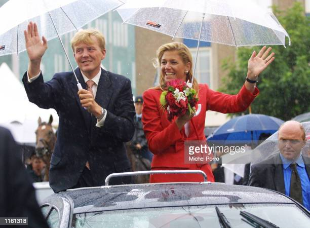 Maxima Zorreguieta and Dutch Crown Prince Willem Alexander wave as the Prince introduces his fiancee to a Dutch crowd September 4 2001 in Den Bosch...