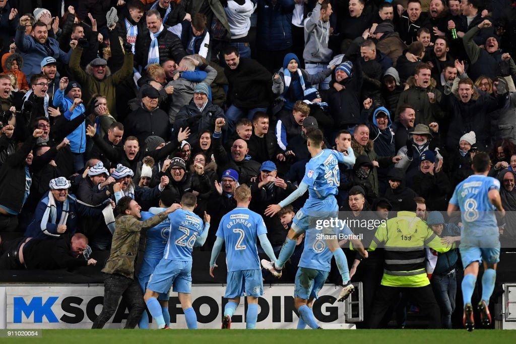 Milton Keynes Dons v Coventry City - The Emirates FA Cup Fourth Round : Fotografia de notícias