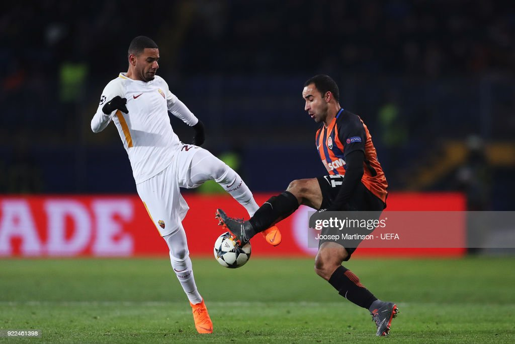 Maxime Gonalons of AS Roma competes with Ismaily of Shakhtar Donetsk during the UEFA Champions League Round of 16 First Leg match between Shakhtar Donetsk and AS Roma at Metalist Stadium on February 21, 2018 in Kharkov, Ukraine.