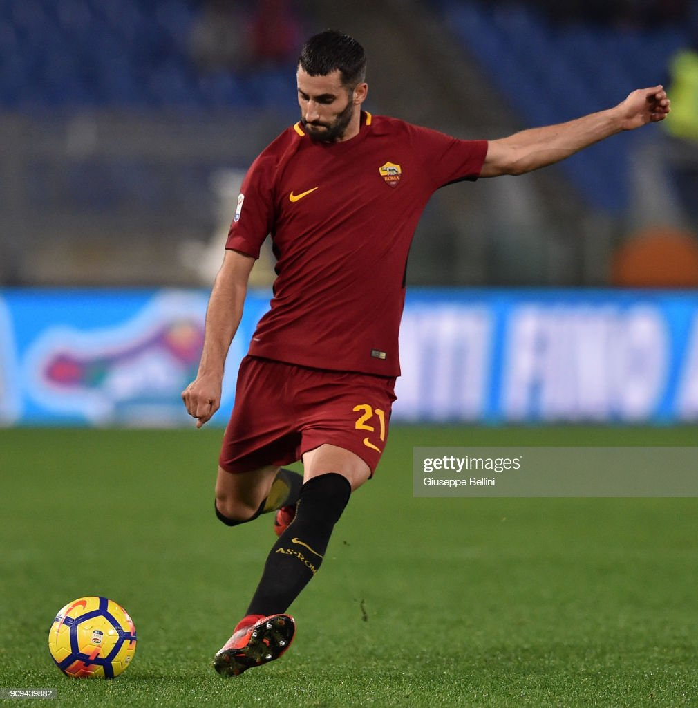 Maxime Gonalons of AS Roma in action during the serie A match between AS Roma and Atalanta BC at Stadio Olimpico on January 6, 2018 in Rome, Italy.