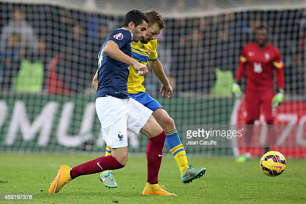 Maxime Gonalons of France and Sebastian Larsson of Sweden in action during the international friendly match between France and Sweden at the Stade...