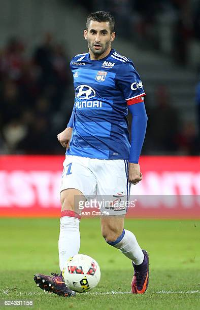 Maxime Gonalons of Lyon in action during the French Ligue 1 match between Lille OSC and Olympique Lyonnais at Stade PierreMauroy on November 18 2016...