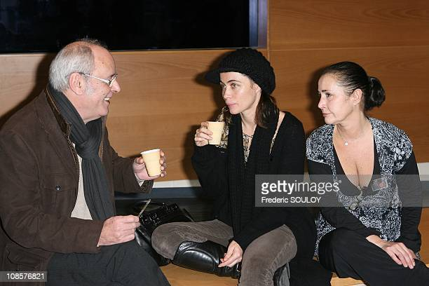 Maxime Le Forestier and Emmanuelle Beart with her sister Eve Beart in Paris on December 21 2008