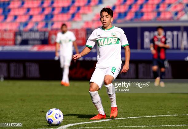 Maxime Lopez of Us Sassuolo in action during the Serie A match between Bologna FC and US Sassuolo at Stadio Renato Dall'Ara on October 18, 2020 in...