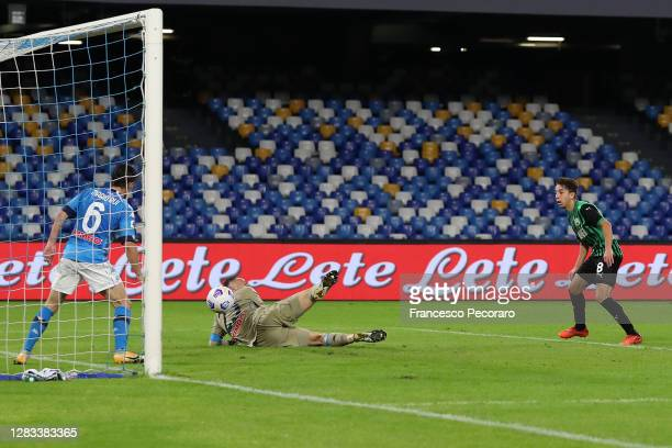 Maxime Lopez of US Sassuolo scores the 0-2 goal during the Serie A match between SSC Napoli and US Sassuolo at Stadio San Paolo on November 01, 2020...