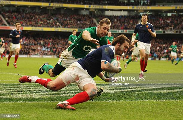 Maxime Medard of France scores a try during the 6 Nations Championship match between Ireland and France at Aviva Stadium on February 13 2011 in...