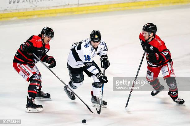 Maxime Sauve of Bordeaux and Evan Ritt of Gap during the Magnus League Playoff match between Bordeaux and Gap on February 28 2018 in Bordeaux France