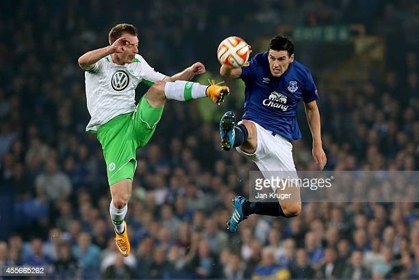 Maximilian Arnold of VfL Wolfsburg and Gareth Barry of Everton compete for the ball during the UEFA Europa League Group H match between Everton and...
