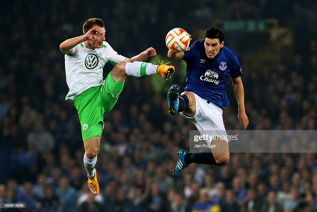 Maximilian Arnold of VfL Wolfsburg and Gareth Barry of Everton compete for the ball during the UEFA Europa League Group H match between Everton and VFL Wolfsburg on September 18, 2014 in Liverpool, United Kingdom.