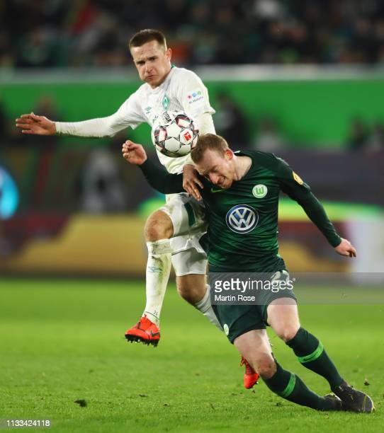 Maximilian Arnold of VfL Wolfsburg battles with Johannes Eggestein of Werder Bremen battle for the ball during the Bundesliga match between VfL...