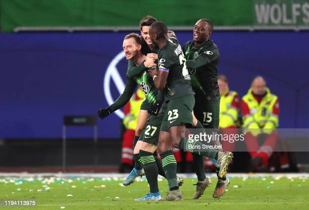 Maximilian Arnold of VfL Wolfsburg celebrates with his team mates after scoring his team's second goal during the Bundesliga match between VfL...