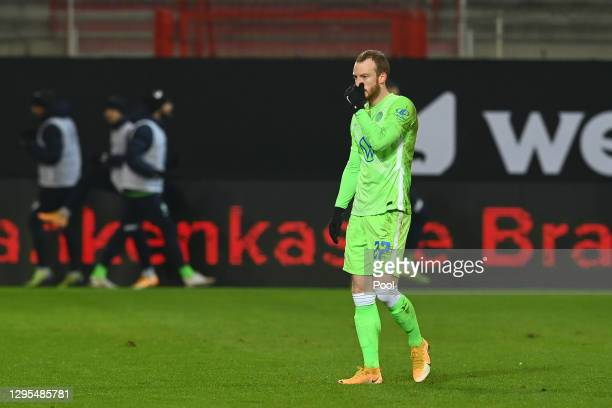 Maximilian Arnold of VfL Wolfsburg reacts after receiving a red card during the Bundesliga match between 1. FC Union Berlin and VfL Wolfsburg at...