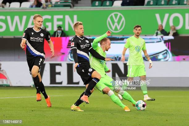 Maximilian Arnold of Vfl Wolfsburg scores his sides second goal during the Bundesliga match between VfL Wolfsburg and DSC Arminia Bielefeld at...