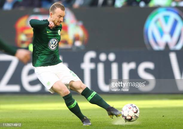 Maximilian Arnold of VfL Wolfsburg scores his team's first goal during the Bundesliga match between VfL Wolfsburg and 1 FSV Mainz 05 at Volkswagen...