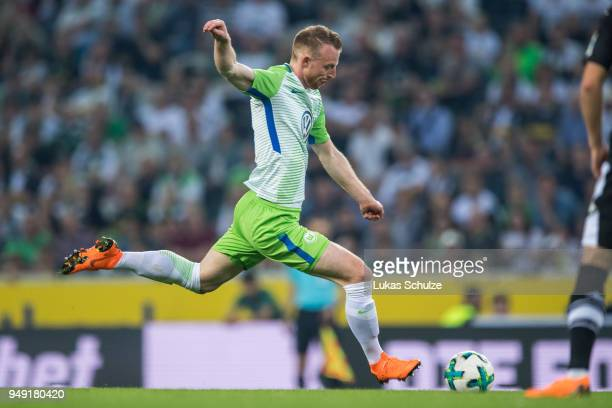 Maximilian Arnold of Wolfsburg in action during the Bundesliga match between Borussia Moenchengladbach and VfL Wolfsburg at BorussiaPark on April 20...