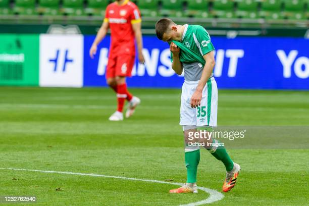 Maximilian Eggestein of SV Werder Bremen looks dejected during the Bundesliga match between SV Werder Bremen and Bayer 04 Leverkusen at Wohninvest...