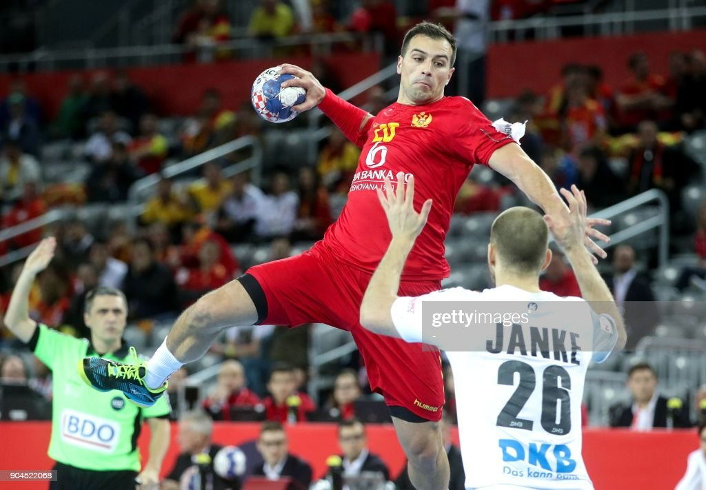 Maximilian Janke of Germany vies for a ball with Stevan Vujovic of Montenegro during the preliminary round group C match of the Men's 2018 EHF European Handball Championship between Germany and Montenegro in Zagreb on January 13, 2018. /