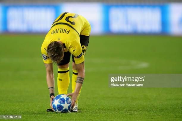 Maximilian Philipp of Dortmund adjust the ball during the UEFA Champions League Group A match between AS Monaco and Borussia Dortmund at Stade Louis...
