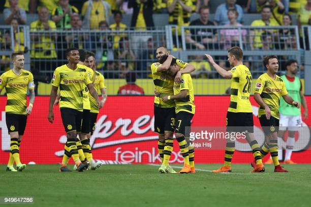 Maximilian Philipp of Dortmund celebrates with his team after he scored a goal to make it 30 during the Bundesliga match between Borussia Dortmund...