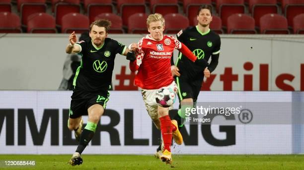 Maximilian Philipp of VfL Wolfsburg and Jonathan Burkardt of 1. FSV Mainz 05 during the Bundesliga match between 1. FSV Mainz 05 and VfL Wolfsburg at...