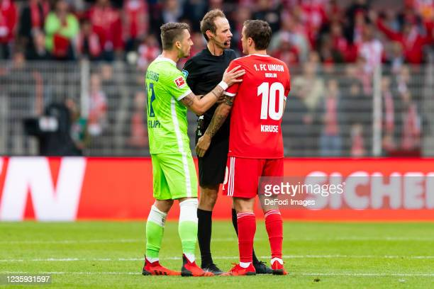 Maximilian Philipp of VfL Wolfsburg, referee Sascha Stegemann and Max Kruse of 1. FC Union Berlin discusses during the Bundesliga match between 1. FC...