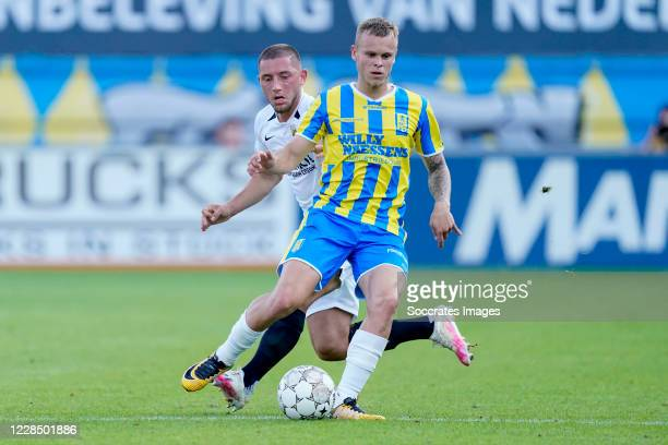 Maximilian Wittek of Vitesse, Lars Nieuwpoort of RKC Waalwijk during the Dutch Eredivisie match between RKC Waalwijk v Vitesse at the Mandemakers...