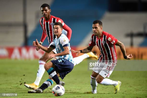 Maximiliano Lovera of Racing Club fights for the ball with Dani Alves of Sao Paulo during a match between Racing Club and Sao Paulo as part of Group...