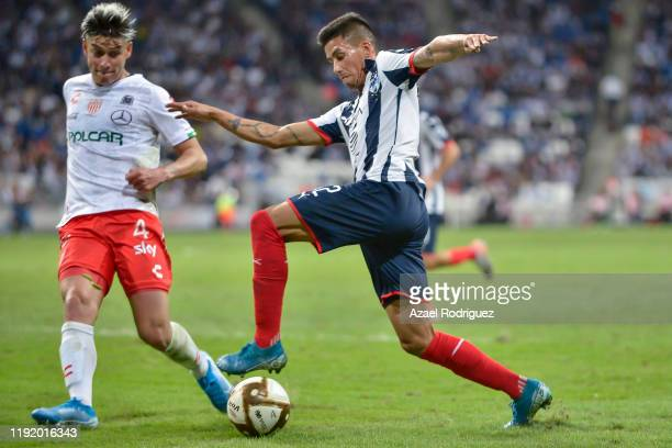 Maximiliano Meza #32 of Monterrey fights for the ball with Alexis Peña #4 of Necaxa during the Semifinals first leg match between Monterrey and...