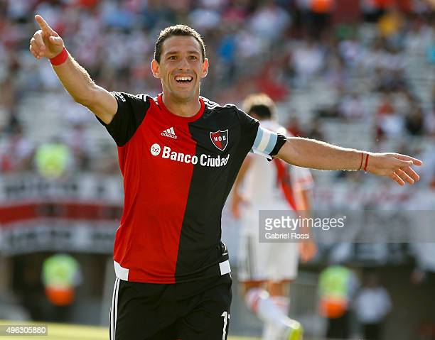 Maximiliano Rodriguez of Newell's Old Boys celebrates after scoring the first goal of his team during a match between River Plate and Newell's Old...