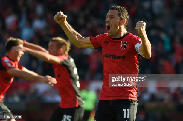 Maximiliano Rodriguez of Newell's Old Boys celebrates his team's first goal during a match between Newell's Old Boys and Union de Santa Fe as part of...