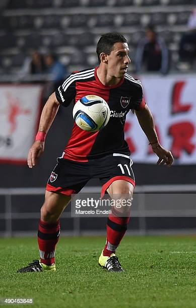 Maximiliano Rodriguez of Newell's Old Boys in action during a match between Estudiantes and Newell's Old Boys as part of round 26th of Torneo Primera...