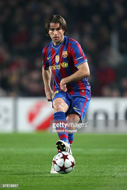 Maxwell of Barcelona runs with the ball during the UEFA Champions League round of sixteen second leg match between FC Barcelona and VfB Stuttgart at...
