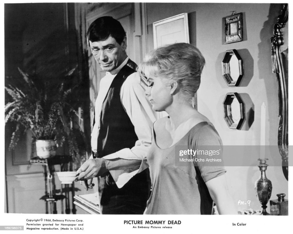 Maxwell Reed And Martha Hyer In 'Picture Mommy Dead' : News Photo