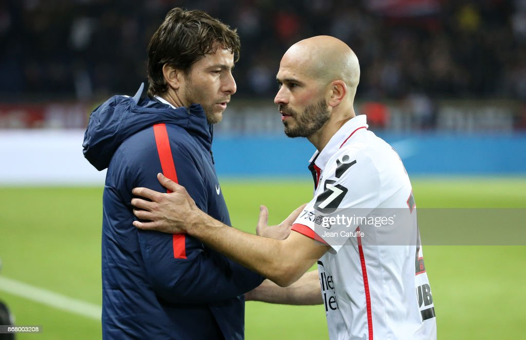 ¿Cuánto mide Christophe Jallet? - Real height Maxwell-scherrer-of-psg-salutes-christophe-jallet-of-ogc-nice-the-picture-id868003208
