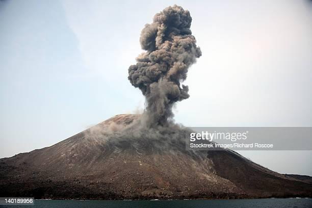may 19, 2008 - ash cloud from vulcanian eruption of anak krakatau volcano, sunda strait, java, indonesia. - anak krakatau imagens e fotografias de stock