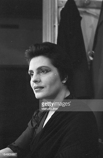 May 19 the Portuguese singer Amalia Rodrigues nicknamed the 'Queen of Fado' concert in the Olympia Portrait of the singer in her box