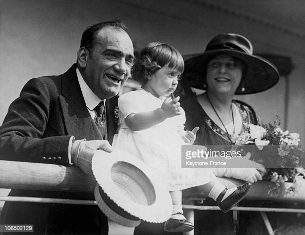 May 1921 Enrico Caruso His Wife Dorothy And His Child Gloria