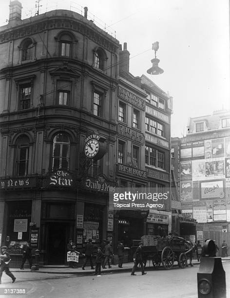 Offices of The Star The Daily News The Daily Mail Record Leeds Mercury and Mooney's Irish Whiskies in Fleet Street London