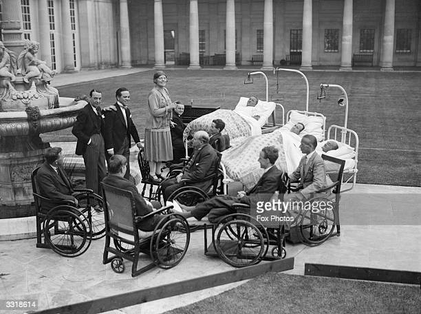 A Miss Wynne singing to wounded soldiers in the hospital grounds