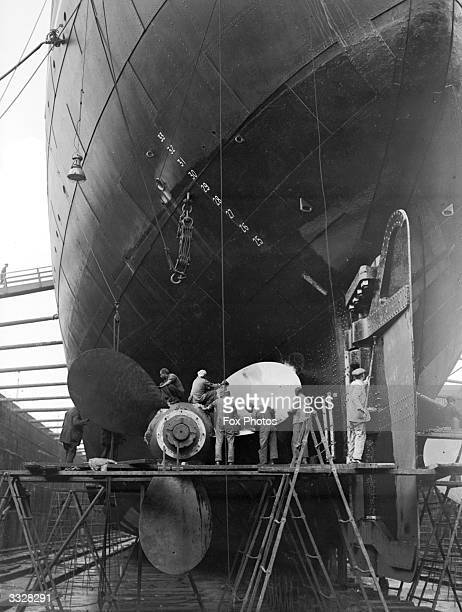 Overhauling propeller of the 'Ranpura' in King George V dock Built in 1925 for PO Lines' LondonBombay service