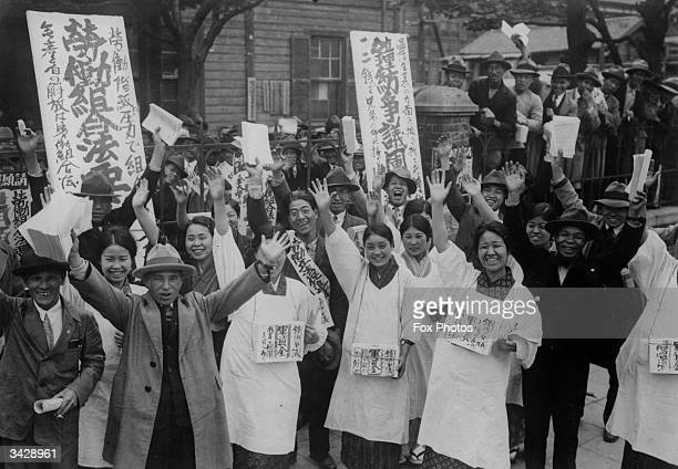 A crowd of Japanese cotton workers during a period of industrial action