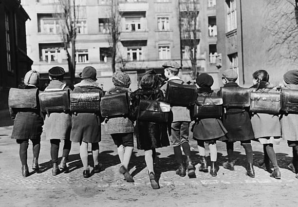 A group of Berlin school children.