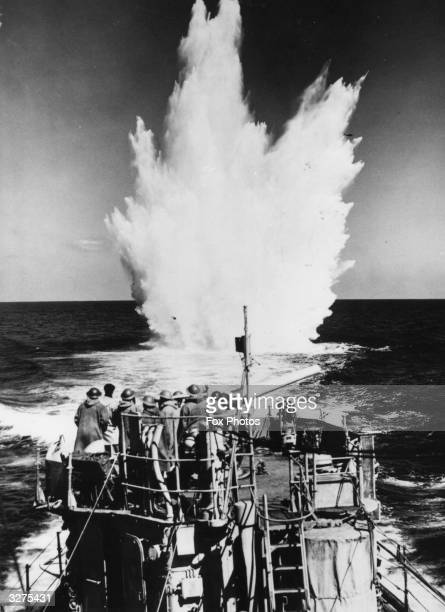 An ex-American destroyer takes part in the North Atlantic convoy. There are signs that a submarine is in the vicinity so a depth charge is exploded...