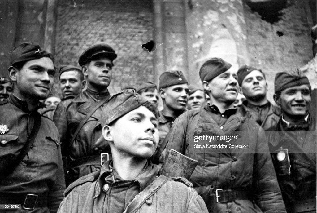 Proud Troops : News Photo