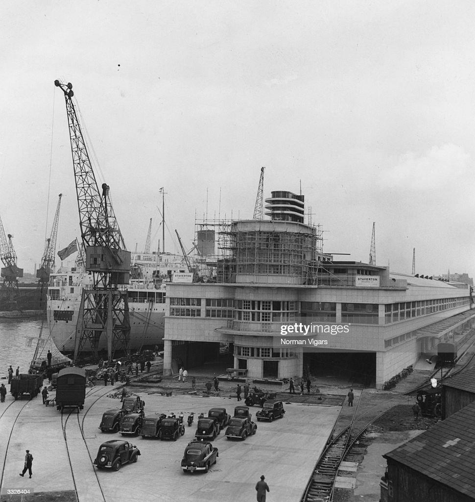 Dock Terminal : News Photo