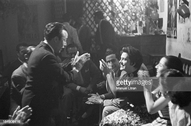 May 1956 at a club a group of Spanish singers and singers seated in a circle sing a flamenco air Among them the singer Amalia Rodrigues