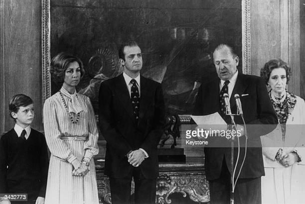 King Juan Carlos of Spain watches with Queen Sofia Prince Felipe and the Countess of Barcelona as his father The Count Of Barcelona renounces any...