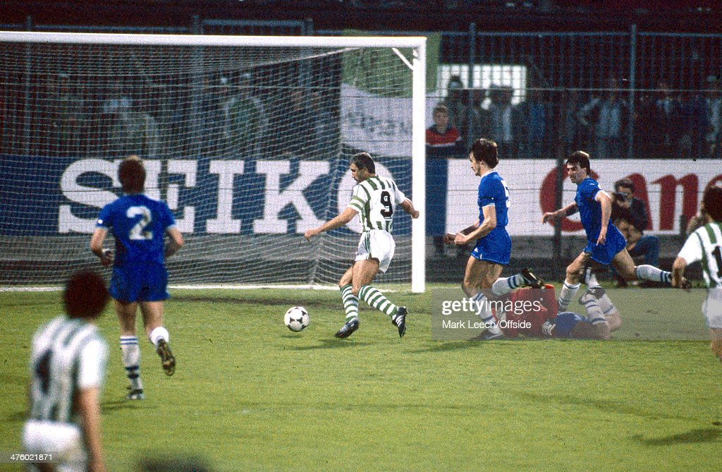 European Cup Winners Cup - Everton v Rapid Vienna : News Photo