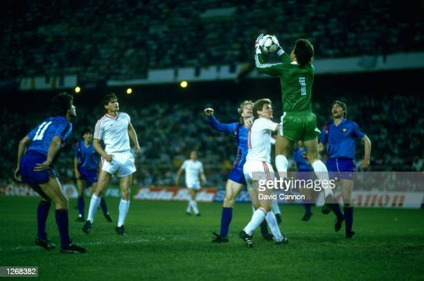 Ducadam of Steaua Bucharest saves the ball during the European Cup Final match against Barcelona at the Sanchez Pizjuan Stadium in Seville Spain The...
