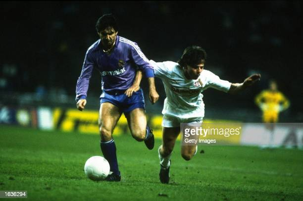 Santillana of Real Madrid holds off Bein of IFC Cologne during the UEFA Cup Final Second Leg match at the Olympiastadion in Berlin IFC Cologne won...